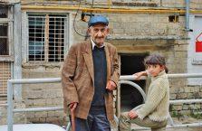 Górski Karabach - dziadek i wnuczka.