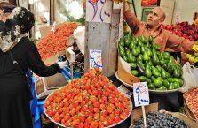 Iran - sprzedawca owoców.