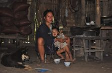 Laos - matka z dzieckiem.
