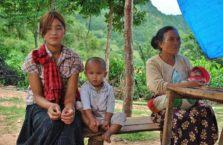 Birma - rodzina na wsi.