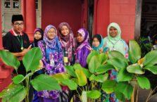 Malezja - ludzie w Melace.