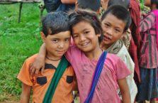 Birma - weseli chłopcy.
