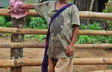 Birma - chłopiec ze wsi.