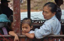 Laos - babcia z wnuczką.