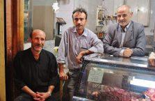 Iran - mężczyźni w sklepie.