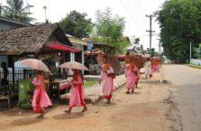 Birma - dziewczyny mnisi.
