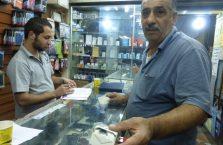 Jordania - facet w sklepie.