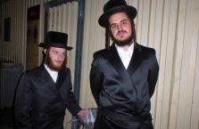 Izrael - żydzi pozujący mi do zdjęcia ale ten po lewo chyba ma coś do ukrycia.