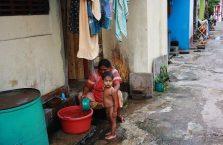 Sri Lanka - mycie w Pettah, Colombo.