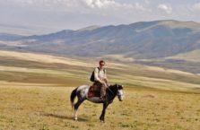 Kirgistan - na koniu wśród pięknych widoków.