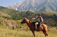 Kazachstan - na koniu w górach.