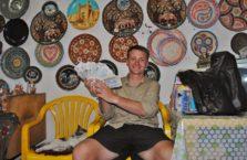 Uzbekistan - trzymam uzbeckie pieniądze w rękach, które są nic nie warte.