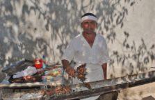 Uzbekistan - sprzedawca szaszłyków.