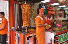 Turcja - zdziwiony sprzedawca kebabów.