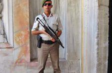 Turcja - żołnierz w pałacu Topkapi.