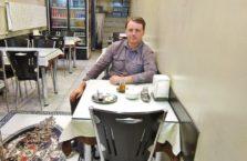 Turcja - autor kompasa w knajpie w Van.