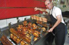 Turcja - sprzedawca kurczaków.