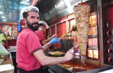 Turcja - sprzedawca kebabów.