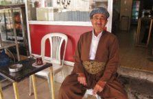 Iracki Kurdystan - dziadek w Dohuk w tradycyjnym stroju.