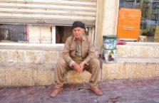 Iracki Kurdystan - Kurd w tradycjnym stroju.