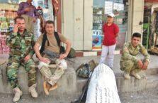 Iracki Kurdystan - ludzie na drodze..