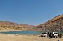 Irak (Kurdystan) - plaża nad jeziorem Dukan.