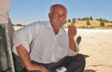 Iracki Kurdystan - mężczyzna z papierosem.