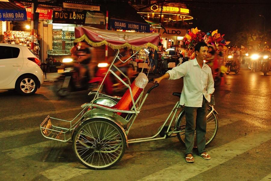 Rikszarz w Hanoi. Wietnam